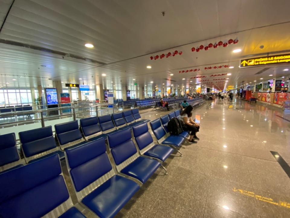 Chưa bao giờ sân bay Tân Sơn Nhất lại yên bình thế này