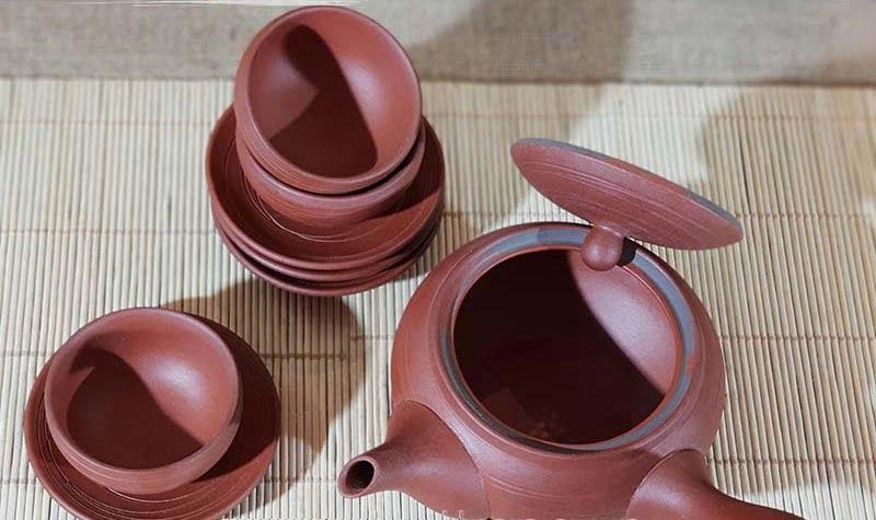 Bộ ấm trà đường kẻ lạ đỏ