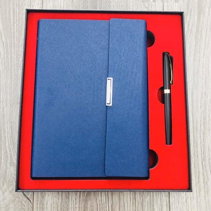 Những chiếc bút ký đi kèm tấm thiệp hay lời nhắn cũng là một món quà thể hiện thiện chí của bạn