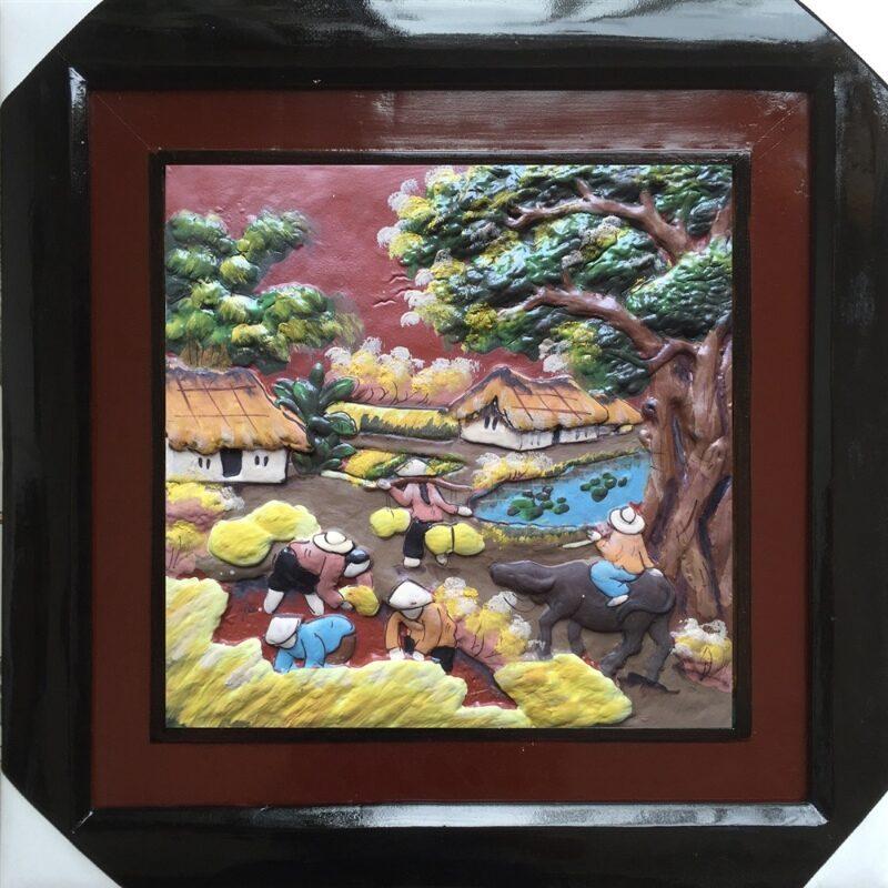 Tranh gốm là mẫu quà tặng được nhiều người yêu thích trong thời gian gần đây